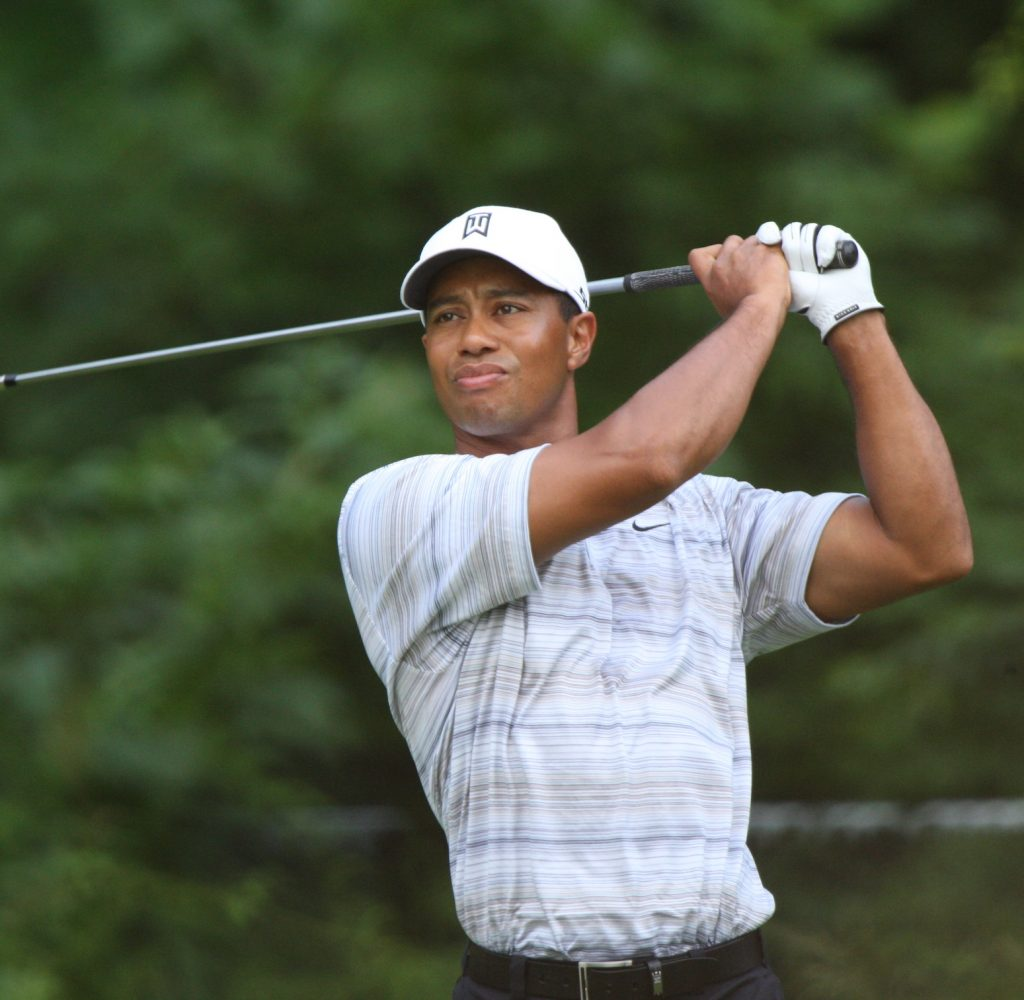 Tiger_Woods_drives_by_Allison